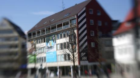 Was passiert mit dem Haushaltswarengeschäft Abt am Münsterplatz? Es soll offenbar saniert oder durch einen Neubau ersetzt werden.