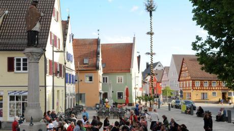 Kindergärten und die Stadtkapelle gestalten am Dienstag, 30. April, das Rahmenprogramm zum Maibaumfest auf dem Weißenhorner Hauptplatz.