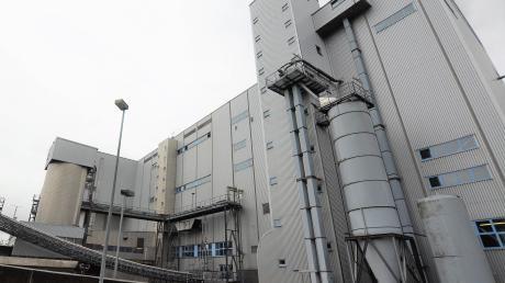 Insgesamt 76 Mitarbeiter arbeiten im Heizkraftwerk Weißenhorn, das vom Abfallwirtschaftsbetrieb des Landkreises betrieben wird. Am Sonntag durften 25 Kinder einen Blick ins Innere der Anlage werfen.
