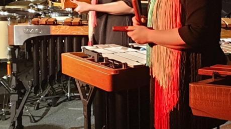 Vanessa und Jessica Porter (von links) auf der Bühne.