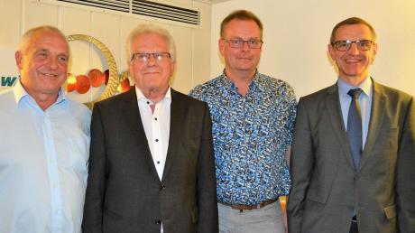 Kreisvorsitzender Wolfgang Schrapp, Ortsvorsitzender Hans-Manfred Allgaier, Fraktionsvorsitzender Edwin Petruch und der stellvertretende Bezirksvorsitzende Jürgen Bischof (von links) bei der Versammlung in Senden.