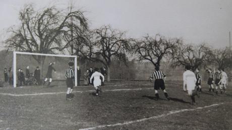 Während der Anfänge des SV Beuren nach dem Zweiten Weltkrieg war noch alles anders: Dieses Foto zeigt den ersten Sportplatz am Sägemühlweg. Dort wurden von 1949 bis 1954 die Punktspiele des Sportvereins ausgetragen.