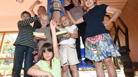 Die Kinder der Grundschule Offenhausen haben Bücher gelesen, die aufeinandergestapelt die Höhe des Neu-Ulmer Wasserturms ergeben würden – und der ist immerhin stolze 36 Meter hoch. Das nächste Ziel haben sie aber schon im Blick: das Ulmer Münster.