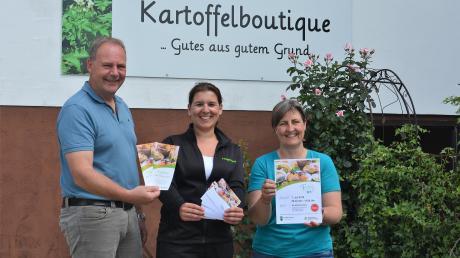 Matthias Letzing, Geschäftsführer des Bayerischen Bauernverbands, Landwirtin Katja Ölberger und Kreisbäuerin Christiane Ade.