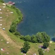 Der Ludwigsfelder Baggersee ist ein beliebter Ort bei Jugendlichen.