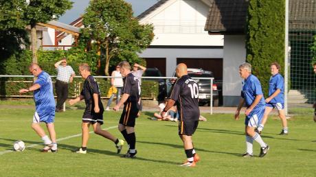 Der Verein präsentierte eine Neuheit: die Sportart Geh-Fußball.