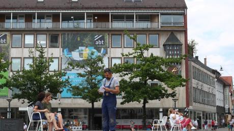 Als Eisenwarenhandel wurde Abt am Münsterplatz gegründet. Der Bau, in dem das Haushaltswarengeschäft sich heute befindet, wurde 1959 gebaut und gilt als sanierungsbedürftig.
