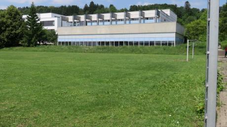 Südlich der Schwimmhalle soll die neue Kindertagesstätte für 120 Kinder gebaut werden.