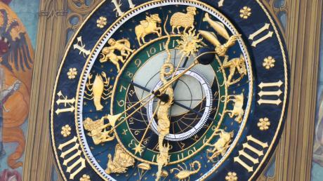 Die astronomische Uhr am Ulmer Rathaus hat schon viele Stadträte kommen und auch gehen sehen.