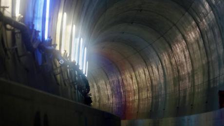 Der Albabstiegstunnel auf der Trasse gen Stuttgart über Wendlingen ist fertig. In sechs Jahren sollen auf der Neubaustrecke Züge fahren.