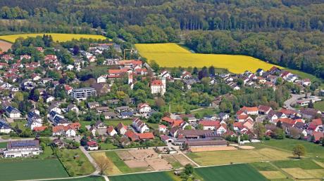 Der Neu-Ulmer Stadtteil Reutti (hier eine Luftaufnahme von Westen aus) ist von der Fläche und Einwohnerzahl her der siebtgrößte Neu-Ulmer Stadtteil. Die Ursprünge des Orts sind nur unter Schwierigkeiten zu fassen.