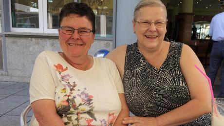 Ingrid Hirsch (links) und Raphaela Güldner-Fink leiten die Ulmer Selbsthilfegruppe Aphasie, deren Mitglieder sich regelmäßig treffen.