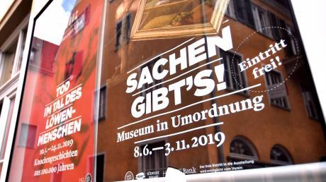 """Genau hinsehen, bitte: Bei der Ausstellung """"Sachen gibt's"""" im Museum Ulm ist der Eintritt frei. Direktorin Stefanie Dathe würde auch sonst gerne kein Geld an der Kasse verlangen."""