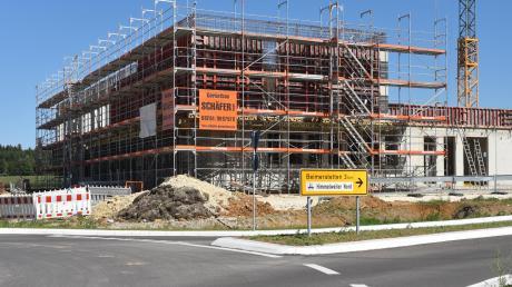 Diese Ausfahrt am neuen Kreisel nahe der B10-Ausfahrt Dornstadt wird ins Industriegebiet führen – aber erst in einem Jahr.