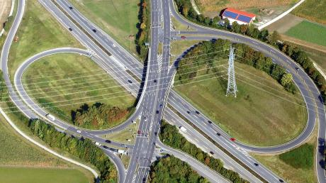 Liegt die Ausfahrt der B28 zu nah am Autobahndreieck Hittistetten, um dazwischen noch eine Auf- und Ausfahrt zur Osttangente unterzubringen? Fragen wie diese müssen geklärt werden.