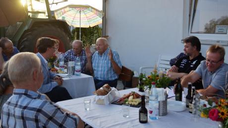 Landwirte diskutieren auf Einladung des Bayerischen Bauernverbands mit Bürgermeister Raphael Bögge über ihre Wünsche.