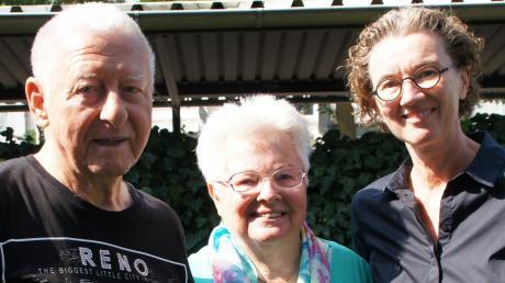 Neu-Ulms Zweite Bürgermeisterin Antje Esser (rechts) gratulierte dem Ehepaar Edith und Erich Sirsch zum 65. Hochzeitstag.