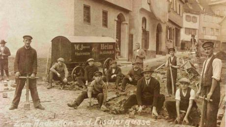 Pflasterarbeiten in der Ulmer Fischergasse im Jahr 1928, wie auf diesem Foto vermerkt ist.