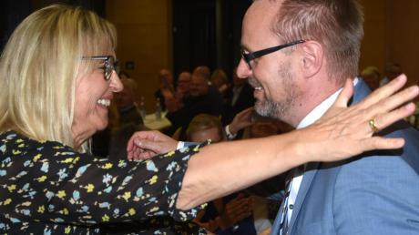 Landrat Thorsten Freudenberger wurde in Elchingen zum CSU-Kandidaten für die Landratswahl 2020 nominiert. Erste Gratulantin war Beate Merk.