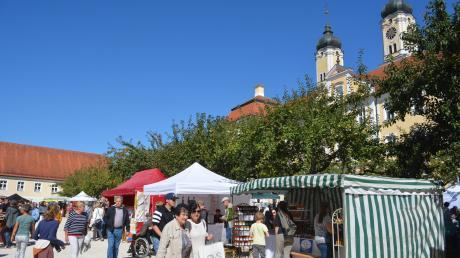 Der Ökomarkt lockte am Samstag wieder zahlreiche Besucher auf das Klosterareal in Roggenburg. Das Gros der Besucher kam wegen des breiten Angebots an ökologisch hergestellten und handgemachten Waren.