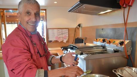 Dan Teig für die Falafel aus Kichererbsen fertigt Assaad Touki nach einem besonderen Rezept, das sein Geheimnis bleiben soll. Die Kunst der Falafel-Herstellung hat er von anderen Arabern gelernt.