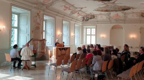 Die Matinee fand im Refektorium des Klosters Roggenburg, unter den Fresken Franz Martin Kuens, statt.