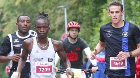 Am Sonntag gehen beim 15. Einstein-Marathon in Ulm und Neu-Ulm rund 100 Läufer aus Afrika, Süd- und Nordamerika und Asien an den Start.