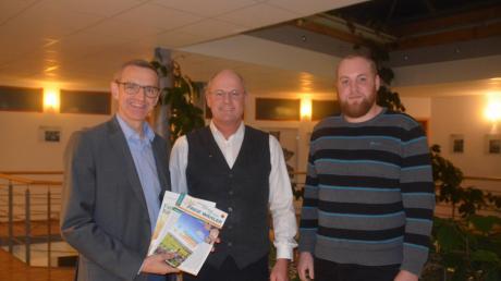 Kreisrat Jürgen Bischof (von links) mit Unternehmer Georg Blank aus Biberach und Daniel Mayer aus Roggenburg.