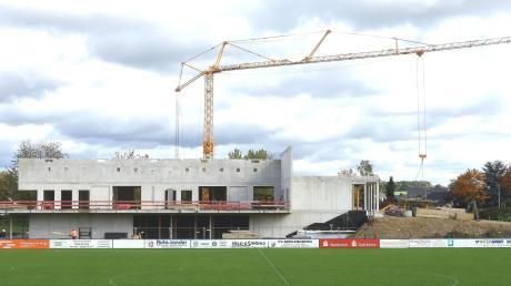 Laut Oberbürgermeister Gerold Noerenberg auf der Bürgerversammlung soll die neue Ulrichshalle in Gerlenhofen zum Schuljahreswechsel fertig sein.