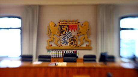 Ein 34-Jähriger muss sich vor dem Landgericht in Memmingen wegen sexuellen Missbrauchs von Kindern verantworten.