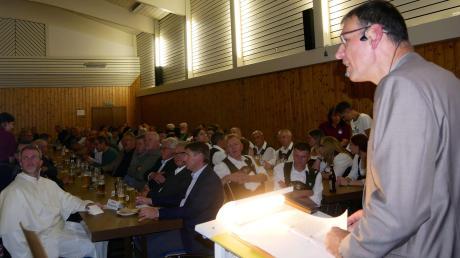 Roggenburgs Bürgermeister Mathias Stölzle informierte die Bürger in Schießen über alles, was in der Gemeinde derzeit los ist.