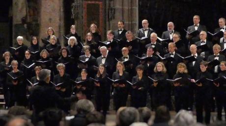 Elegant in Schwarz: Der Motettenchor der Münsterkantorei machte bei seinem Heimspiel aber auch musikalisch eine gute Figur.