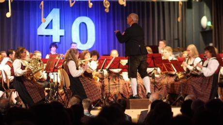 Die drei Elchinger Musikvereine gaben ein gemeinsames Konzert. Unser Foto zeigt die Blaskapelle des KSV Unterelchingen, die den ersten Teil gestaltete.