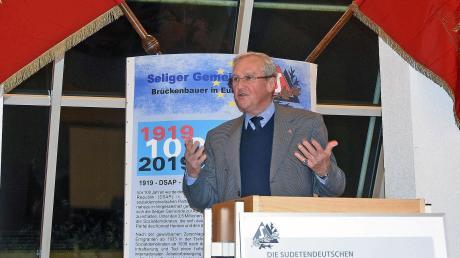 Helmut Eikam, Bundesvorsitzender der Seliger-Gemeinde, hielt den Eröffnungsvortrag.