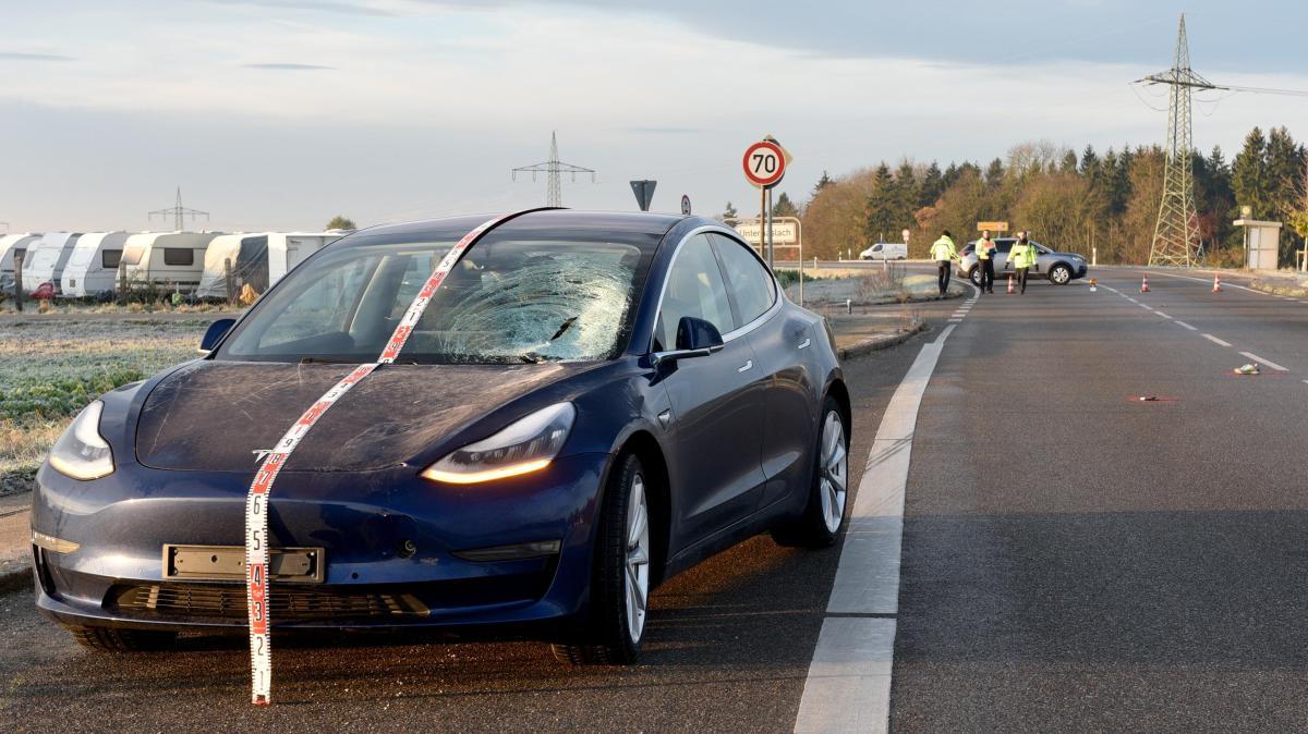 Joggerin stirbt nach Zusammenprall mit Tesla - Augsburger Allgemeine