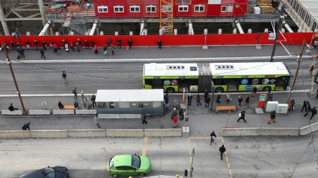 Hier am Ulmer Hauptbahnhof investiert Ulm Millionen. Die Tiefgarage und die neue Linie 2 der Tram – inklusive der dort entstehenden Haltestelle – sind die größten laufenden Ulmer Investitionen.