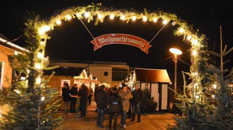 Der Eingang zum Weihnachtsmarkt in Senden leuchtet. Auch in diesem Jahr soll der Markt mit vielen Lichtern geschmückt sein. Zudem gibt es weitere Neuerungen.