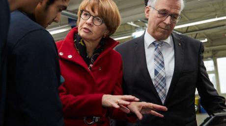 Ali Azizi, Elke Büdenbender und Joachim Krimmer, Präsident der Handwerkskammer Ulm.