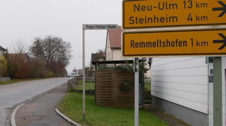 Gleich mehrere Bürger forderten bei der Versammlung am Montagabend in Kadeltshofen den Ausbau der Ortsdurchfahrt samt Gehweg. Vor zwei Jahren hatte der Marktgemeinderat das Projekt verworfen.
