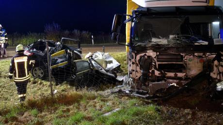 Ein schwerer Verkehrsunfall hat sich am Dienstag kurz nach 5 Uhr auf der B10 bei Nersingen ereignet.