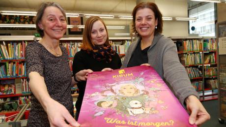 Freuen sich auf die 23. Kinder- und Jugendbuchmesse (von links): Bibliothekspädagogin Gabi Koukol, Melanie Keil, Leiterin der Kinderbibliothek, und Organisatorin Andrea Kreuzpointner.