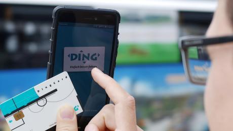 Die Ding-Card war mal modern und ist inzwischen veraltet und deswegen vor zwei Jahren vom Markt genommen worden. Auch ihr Nachfolger, das Handyticket über die Ding-App, kann nicht alles, was Kunden wünschen.
