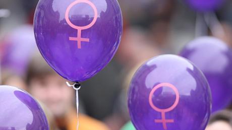 Mehr Frauen sollen sich politisch engagieren.