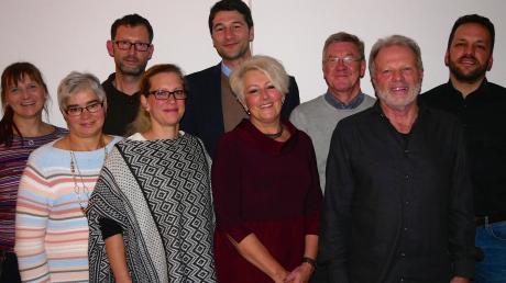 Bürgermeisterkandidat Sebastian Sparwasser (hinten Mitte) und die acht Bestplatzierten auf der Liste: (von links) Anja Stadler, Theresia Bodirsky, Hans-Ulrich Hartmann, Cornelia Pausch, Sebastian Sparwasser, Hildegard Feurich-Kähn, Karlheinz Thoma, Johann Kast und Markus Fischer.