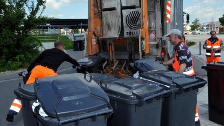 Wenn dem Müll eine ordentliche Abfuhr erteilt wird, um mal den großen Komiker Heinz Erhard zu zitieren, müssen die Menschen im Landkreis Neu-Ulm künftig mehr Geld bezahlen. Der Grund: Die Kosten für die Verbrennung gehen nach oben.