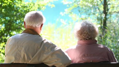 Für Senioren hat der Landkreis einen neuen Wegweiser aufgelegt, der über vieles informiert, was alte Menschen interessiert.