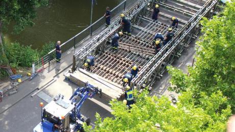 In Affing soll eine umstrittene Behelfsbrücke gebaut werden. Und das obwohl die Gemeindekasse nicht gerade gut gefüllt ist.