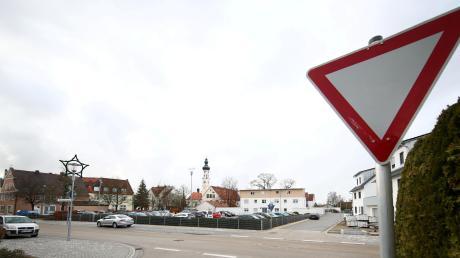 Vorerst dürfen Autofahrer in Pfaffenhofen nicht mehr von der Hauptstraße in den Schwesternweg einbiegen.