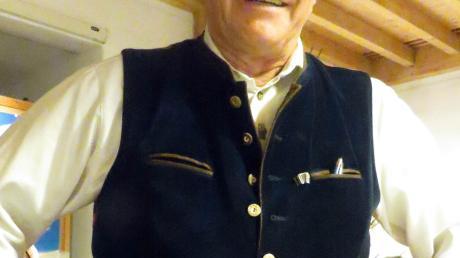 Horst Müller in seiner Festtagstracht. Er ist seit 2003 Vorsitzender der Historischen Trachtengruppe Burlafingen.