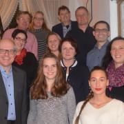 Das sind zwölf der insgesamt 22 Kandidatinnen und Kandidaten, die auf der Stadtratsliste der SPD für die Kommunalwahl in Weißenhorn stehen.